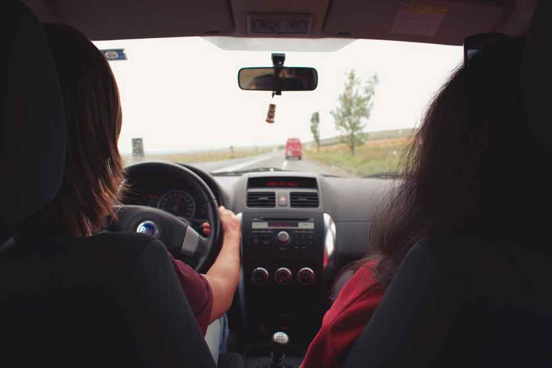 Seguro de carro para mulher: o que saber antes de fazer o seu