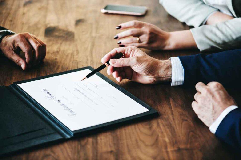 Como contratar um seguro leia atentamente o contrato
