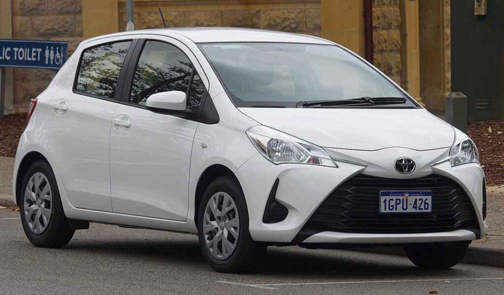 Carros seguros e baratos Yaris